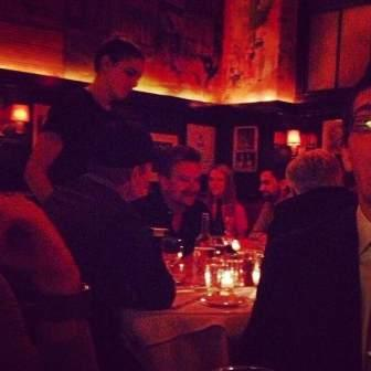 Bono, Larry y The Edge en Minetta Tavern de NY