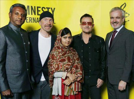Bono y The Edge junto a Malala