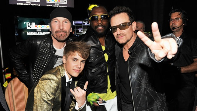 The Edge, Justin Bieber, Will I Am y Bono en los Billboard 2011